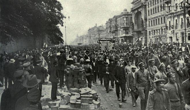 Γιατί η Σαντορίνη ήταν το πρώτο σημείο στον πλανήτη που επλήγη από την Ρώσικη Επανάσταση