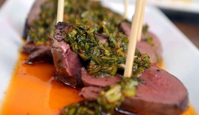 Chimichurri, η απόλυτη αργεντίνικη σάλτσα για κρέατα