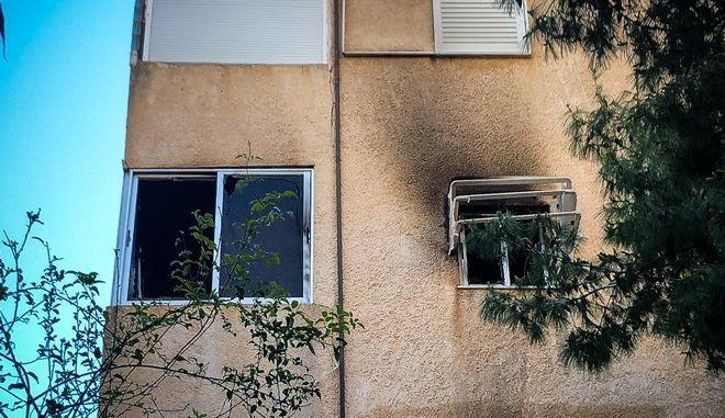 Το διαμέρισμα στην οδό Έριδος στη Βάρκιζα όπου το βρέφος 13 μηνών έχασε τη ζωή του από πυρκαγιά
