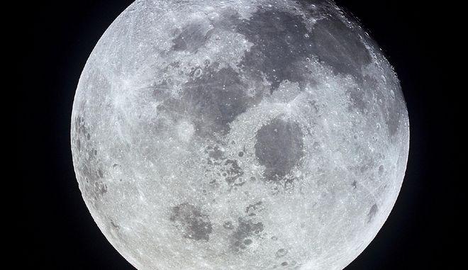 Ανακαλύφθηκε μυστηριώδες ορθογώνιο παραλληλόγραμμο από τεκτονικές τάφρους στη Σελήνη