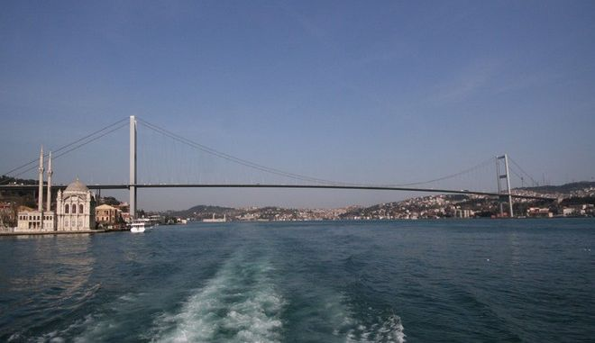 Φώναζαν σε επίδοξο αυτόχειρα στη γέφυρα του Βοσπόρου 'να τελειώνει' γιατί ήταν κολλημένες στην κίνηση