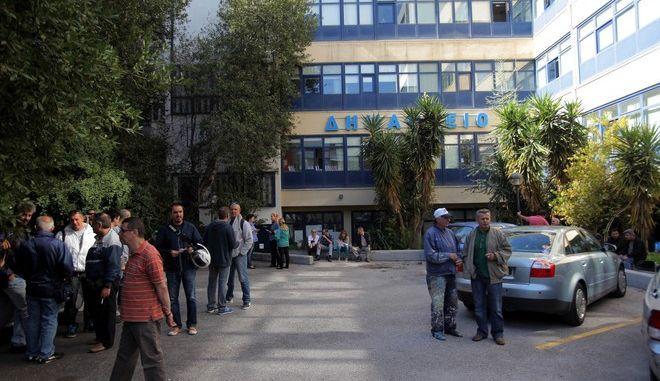 Συμβολική κατάληψη του δημαρχείου Ζωγράφου από τους δημοτικούς υπαλλήλους την Τρίτη 30 Σεπτεμβρείου 2014, στα πλαίσια των κινητοποιήσεων της ΠΟΕ - ΟΤΑ για το μέτρο της αξιολόγησης. (EUROKINISSI/ΚΩΣΤΑΣ ΚΑΤΩΜΕΡΗΣ)