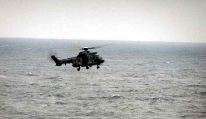 Ελικόπτερο Super Puma σε έρευνες για την πτώση του Μιράζ