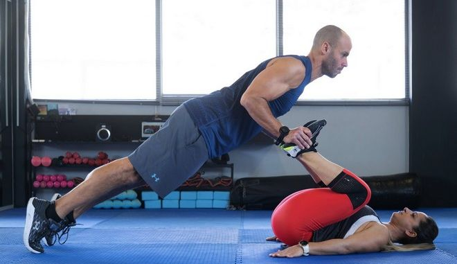 Couples Workout: Πώς θα κάψεις λίπος μαζί με το ταίρι σου