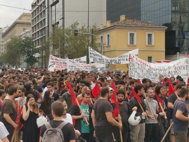 Πορεία φοιτητικών συλλόγων: Επεισόδια μπροστά στη Βουλή
