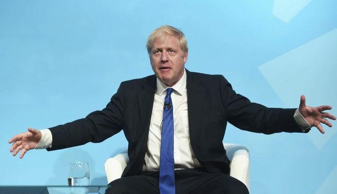 Ο ηγέτης των Συντηρητικών της Βρετανίας και πρωθυπουργός Μπόρις Τζόνσον σε εκδήλωση του κόμματος τον Ιούλιο του 2019