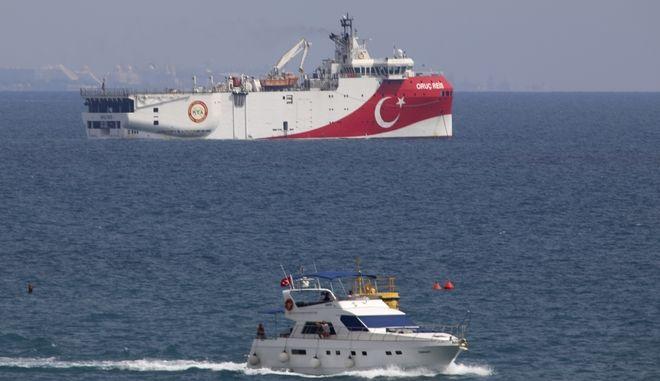 Το τουρκικό ερευνητικό σκάφος Oruc Reis, είναι έτοιμο να ξεκινήσει έρευνες σύμφωνα με τον Τούρκο υπουργό Ενέργειας.
