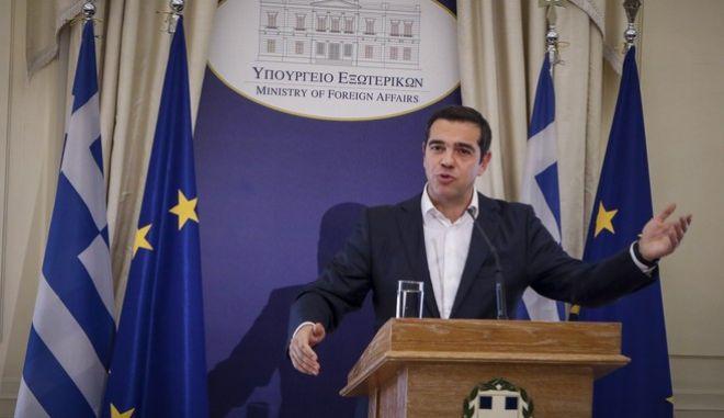 O πρωθυπουργός, Αλέξης Τσίπρας, κατά την τελετή παράδοσης - παραλαβής στο ΥΠΕΞ