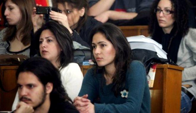Ερώτηση για Μάχη Μαραθώνα: Καμία απάντηση από Έλληνες φοιτητές. Γνώριζε μόνο μία Αλβανίδα