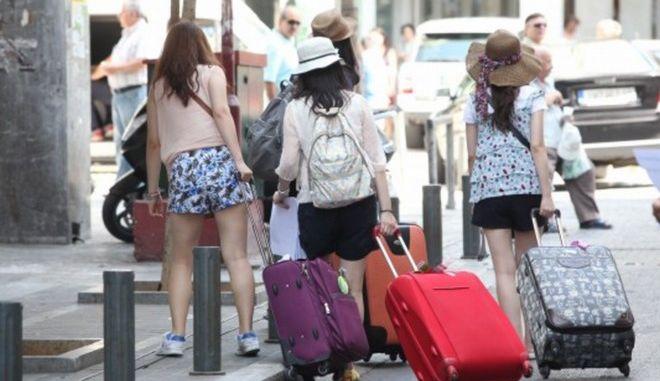 Ξεκινούν οι αιτήσεις για δωρεάν διακοπές από τον ΟΑΕΔ. Ποιοι είναι οι δικαιούχοι