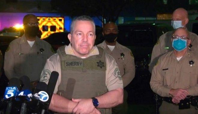 Ο σερίφης του Λος Άντζελες Alex Villanueva σε δηλώσεις του για το περιστατικό με πυροβολισμούς σε βάρος δύο αστυνομικών
