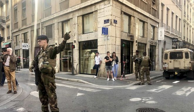 Δεκατρείς άνθρωποι τραυματίστηκαν από την επίθεση που σημειώθηκε στο κέντρο της Λιόν