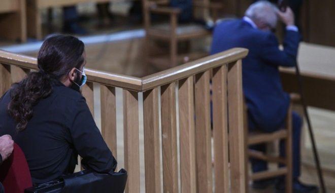 Ο υπερήλικας πατέρας του Μπαρμπαρούση καταθέτει στο δικαστήριο