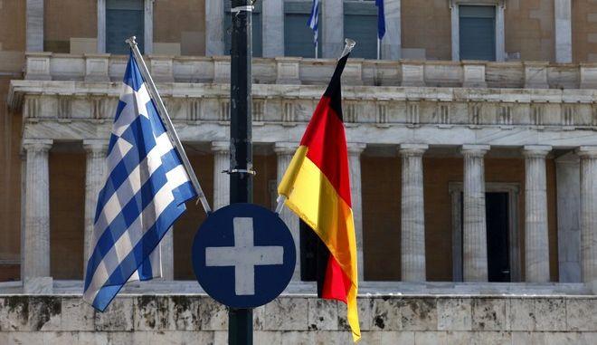Ελληνική και γερμανική σημαία στο Σύνταγμα, Αρχείο