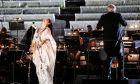 To «All Star Γκαλά Βέρντι» που διοργάνωσε η Εθνική Λυρική Σκηνή στο Παναθηναϊκό Στάδιο και στο οποίο έλαβαν μέρος η σοπράνο Άννα Νετρέμπκο, η μέτζο Ανίτα Ρατσβελισβίλι, ο τενόρος Γιουσίφ Εϊβάζοφ και ο βαρύτονος Δημήτρης Πλατανιάς. Την ορχήστρα διηύθυνε ο Φιλίπ Ωγκέν.