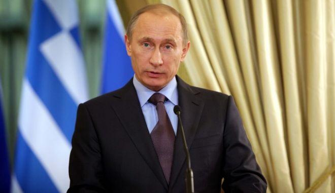 Στιγμιότυπο από την κοινή συνέντευξη τύπου του Ρώσου Πρωθυπουργού, Βλαντιμίρ Πούτιν, με τον Πρωθυπουργό, Γιώργο Παπανδρέου, μετά την συνάντησή τους στην Μόσχα, Ρωσία, Τρίτη 16 Φεβρουαρίου 2010. (EUROKINISSI // Β. ΦΙΛΗΣ)