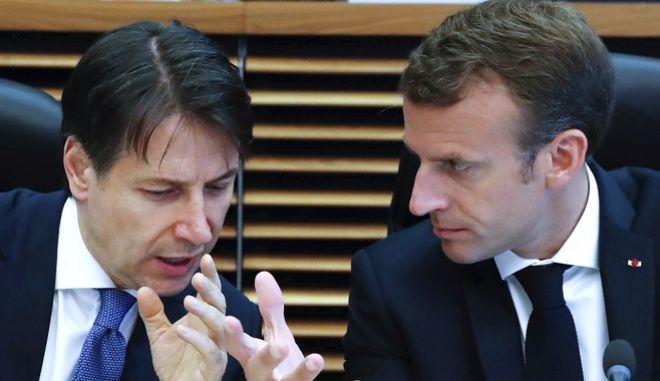 Ο Ιταλός πρωθυπουργός Τζουζέπε Κοντε και ο Γάλλος πρόεδρος Εμμανουέλ Μακρόν διαφωνούν κατά την έκτακτη μίνι σύνοδο για το μεταναστευτικό