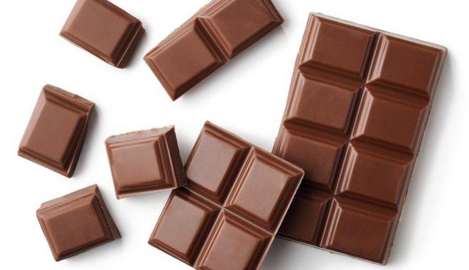 ΕΦΕΤ: Απόσυρση γνωστής σοκολάτας που περιέχει αραχίδα