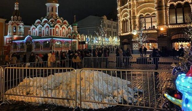 Γιορτές στη Μόσχα με ψεύτικο χιόνι
