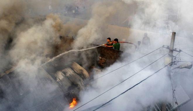 17 νεκροί από φωτιά σε αποθήκη πυρομαχικών στην Ινδία