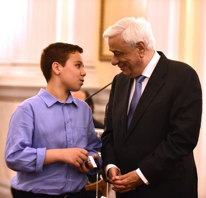 Παυλόπουλος σε μαθητές: Μόνο με την αριστεία θα βγούμε από την κρίση