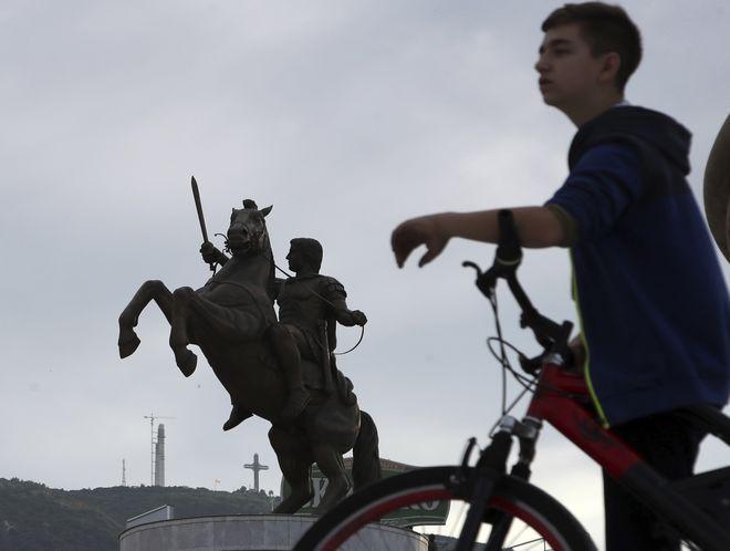 Το άγαλμα του Μ.Αλεξάνδρου στα Σκόπια. Επισήμως ονομάζεται ο