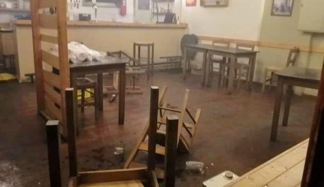 Καταγγελία για εισβολή αστυνομικών σε μαγαζιά στα Εξάρχεια