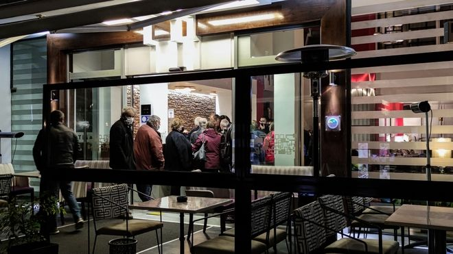 Στα ξενοδοχεία των Τρικάλων φιλοξενούνται από το βράδυ της Τετάρτης  περίπου 300 κάτοικοι του Δαμασίου.