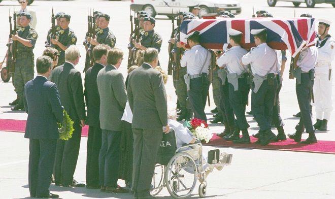 Η μεταφορά της σορού του Άγγλου στρατιωτικού ακολούθου Στέφεν Σόντερς