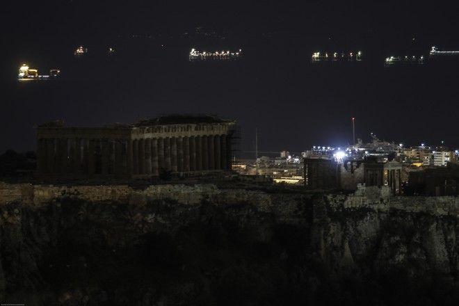 Ο βράχος της Ακρόπολης μς σβησνένους του ςπροβολείς προκειμένου να συμμετέχει η πόλη της Αθήνας στην