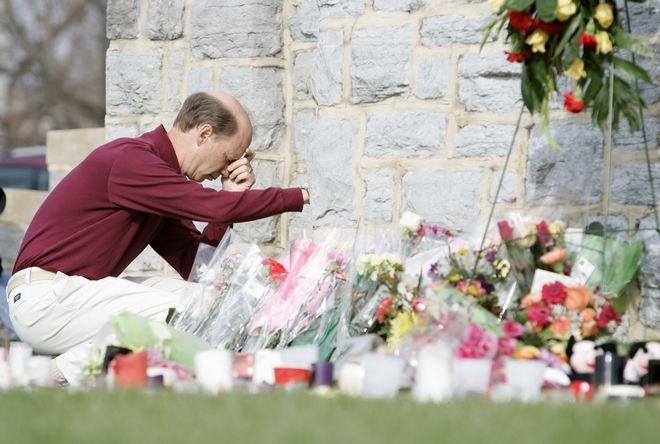 Συγγενείς θυμάτων της επίθεσης στο Πανεπιστήμιο Βιρτζίνια Τεκ