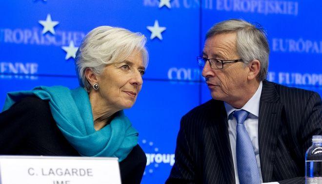 Στιγμιότυπο από την συνέντευξη τύπου για τα αποτελέσματα της συνεδρίασης του Eurogroup, την Τρίτη 27 Νοεμβρίου 2012.  Οι υπουργοί Οικονομικών της Eυρωζώνης ενέκριναν την καταβολή του ποσού των 43,7 δισεκατομμυρίων ευρώ. Μέχρι τις 13 Δεκεμβρίου θα γίνει η εκταμίευση της δόσης ύψους 34,4 δισ. ευρώ, ενώ άλλα 9,3 δισ. ευρώ θα δοθούν σε τρία τμήματα στο πρώτο τρίμηνο του 2013, υπό την προϋπόθεση ότι η Ελλάδα θα τηρήσει τις δεσμεύσεις της. Οι διεθνείς πιστωτές της Ελλάδας αναμένουν πλέον ότι το χρέος της χώρας θα φτάσει στο 175% του ΑΕΠ το 2016, θα μειωθεί στο 124% το 2020 και θα πέσει «σημαντικά» κάτω από το 110% το 2022.