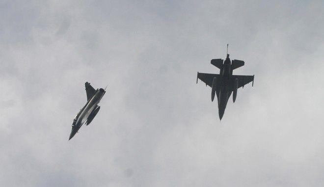 ΜΑΧΗΤΙΚΟ ΑΕΡΟΣΚΑΦΟΣ F-16 ΚΑΙ ΜΙΡΑΖ 2000 ΦΩΤΟ ΑΡΧΕΙΟΥ