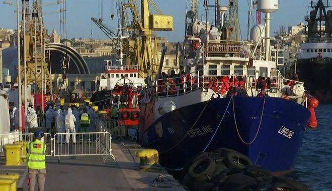 Τέλος η οδύσσεια για τους 233 μετανάστες του Lifeline