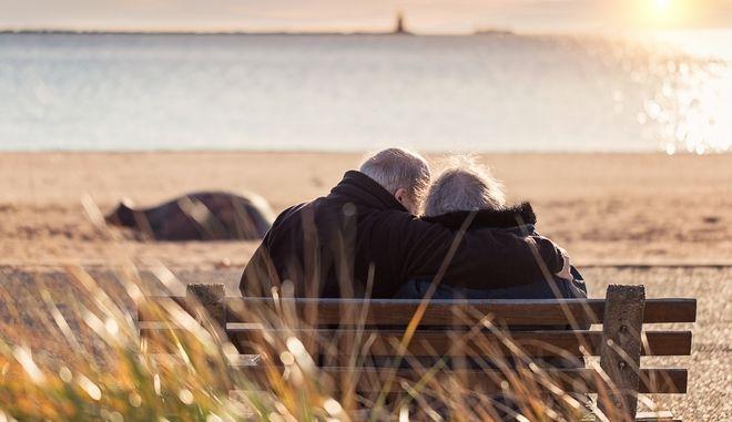 Εκείνη 98 χρονών και εκείνος 94. Γνωρίστηκαν στο γυμναστήριο και παντρεύτηκαν