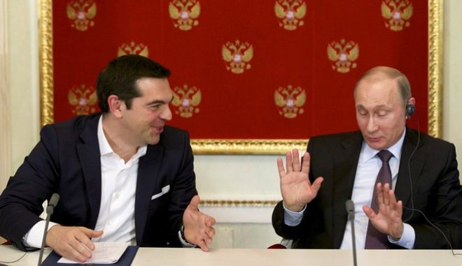 Russian President Vladimir Putin (R) and Greek Prime Minister Alexis Tsipras attend a signing ceremony at the Kremlin in Moscow, April 8, 2015. Greek Prime Minister Alexis Tsipras did not ask for financial aid at talks in Moscow on Wednesday but Russia could provide credits for large joint projects in the future, President Vladimir Putin said. REUTERS/Alexander Zemlianichenko/Pool       TPX IMAGES OF THE DAY