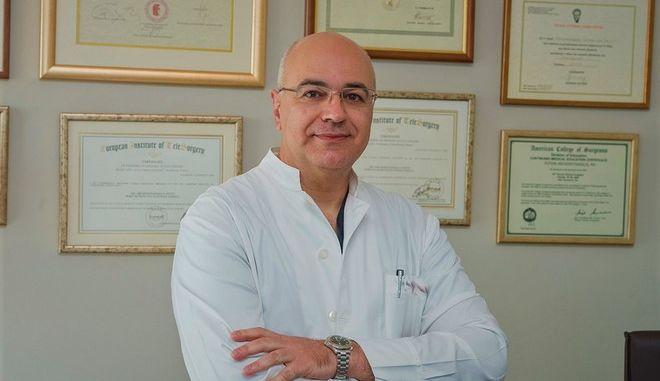 Ο Δρ. Φώτης Αρχοντοβασίλης MD, PhD, FEHS, Διευθυντής της ΣΤ' Χειρουργικής Κλινικής του Metropolitan General και Αντιπρόεδρος της Ελληνικής Εταιρείας Ενδοσκοπικής Χειρουργικής.jpg