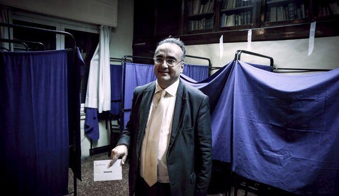 """Δεύτερος γύρος των εκλογών στον Δικηγορικό Σύλλογο Αθηνών (ΔΣΑ), την Κυριακή 3 Δεκεμβρίου 2017. Στον ΔΣΑ """"μονομάχοι"""" είναι ο Δημήτρης Βερβεσός(φωτό), ο οποίος στον πρώτο γύρο έλαβε ποσοστό 25,75% (2.785 σταυρούς) και ο Δημήτρης Αναστασόπουλος, ο οποίος έλαβε ποσοστό 17,42% (1.884 σταυρούς). (EUROKINISSI/ΣΤΕΛΙΟΣ ΜΙΣΙΝΑΣ)"""