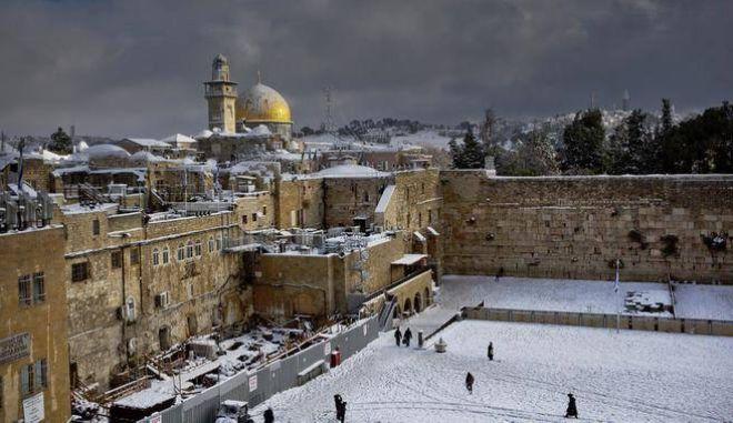 Ισχυρή κακοκαιρία πλήττει τη Μέση Ανατολή με χιόνια, βροχές και ισχυρούς ανέμους