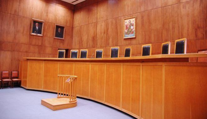 Όριο ηλικίας δικαστών μόνο με Αναθεώρηση Συντάγματος