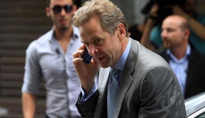 Ο Τόμσεν ανοίγει τα χαρτιά του για Ελλάδα και WikiLeaks