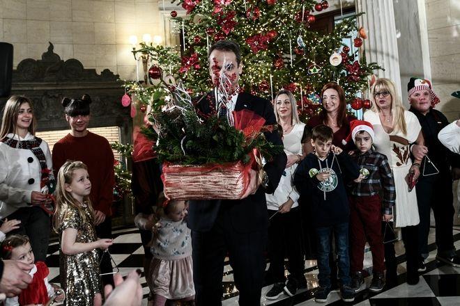Χριστουγεννιατικα κάλαντα στον Πρωθυπουργό Κυριάκο Μητσοτάκη, την Τρίτη 24 Δεκεμβρίου 2019