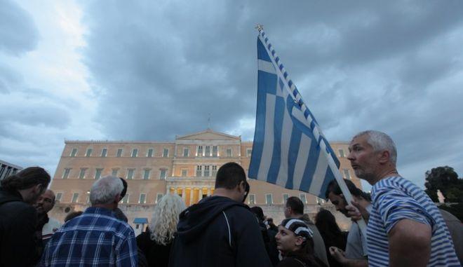 ΑΘΗΝΑ-Κεντρική συγκέντρωση της ΓΣΕΕ - ΑΔΕΔΥ και ΠΑΜΕ έξω από τη Βουλή - Ψηφοφορία των νέων οικονομικών μέτρων.(EUROKINISSI-ΓΕΩΡΓΙΑ ΠΑΝΑΓΟΠΟΥΛΟΥ)