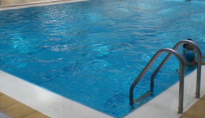 Αγοράκι στην εντατική μετά από ατύχημα σε πισίνα