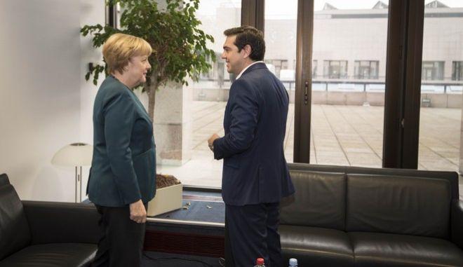 Μέρκελ: Δεν σκοπεύω να αναμειχθώ στις διαπραγματεύσεις για το ελληνικό πακέτο