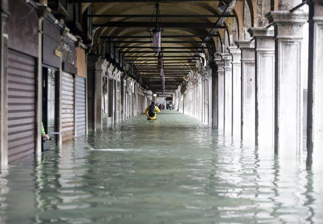 "venice10 - Βενετία: Εικόνες αποκάλυψης - ""Θάλασσα"" έγινε η πλατεία του Αγίου Μάρκου"