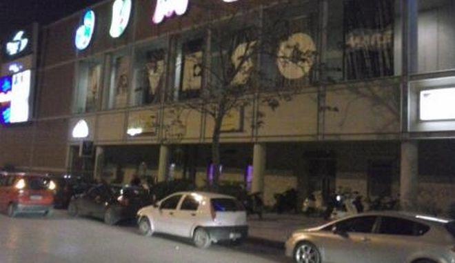 Με προσοχή ερευνά η Αστυνομία μαρτυρίες πολιτών για παρουσία ενόπλων κουκουλοφόρων έξω από πολυχώρο