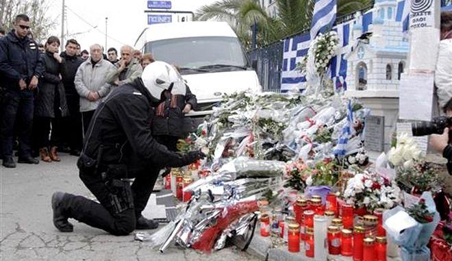 Η ΕΛ.ΑΣ. έδιωξε Κασιδιάρη - Παναγιώταρο από το μνημόσυνο των αστυνομικών της ΔΙΑΣ στου Ρέντη