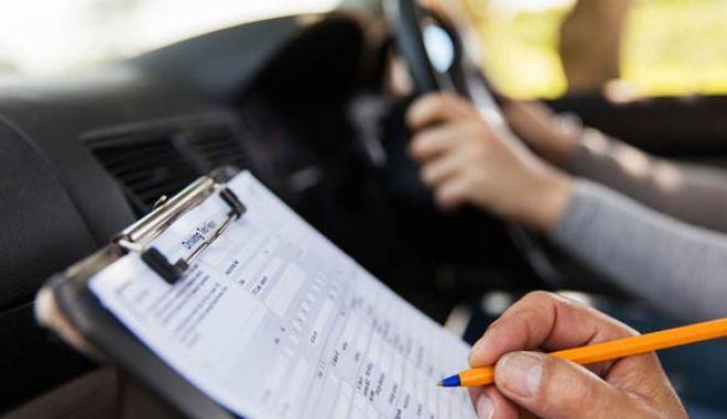 Ομοσπονδία Εκπαιδευτών Οδηγών: Πάνω από 70.000 οι υποψήφιοι που περιμένουν εξέταση