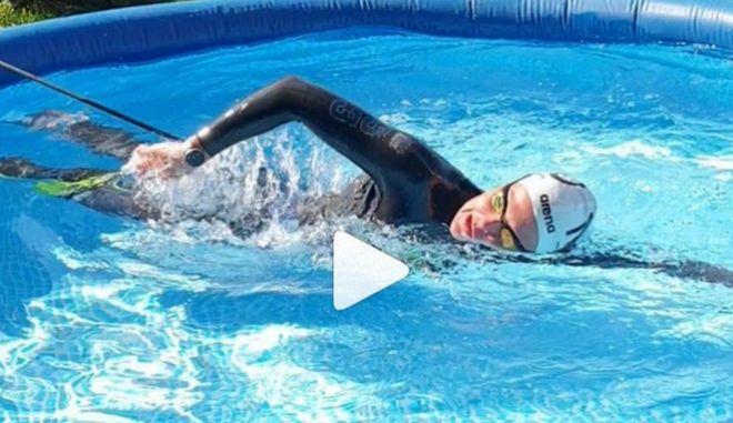 Κορονοϊός: Χρυσή Ολυμπιονίκης στην κολύμβηση βρήκε λύση για την προπόνηση μέσω... φουσκωτής πισίνας